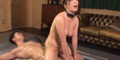 奴隷女が性奉仕させられながらも快感で感じくる