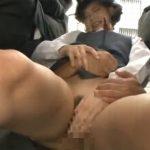 痴漢のチンコが女子校生のオマンコを素股で刺激する
