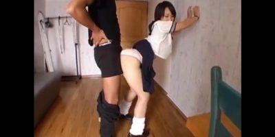 女子校生の股間に素股でチンコを擦りまくってドピュッと快感射精
